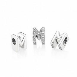 Abalorio en plata Letra M